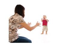 baby-walking-towards