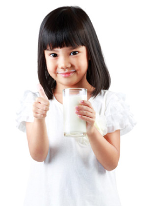 young-girl-drinking-milk